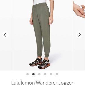 Lululemon jogger size 4